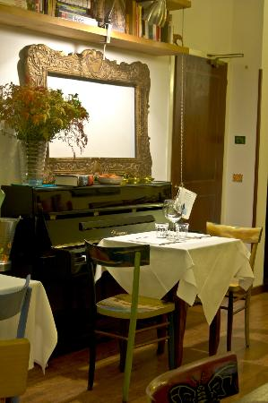 Re Porco Osteria: interno pianoforte