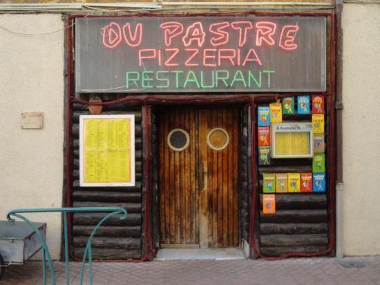 Restaurant Ou Pastre : façade entrée restaurant