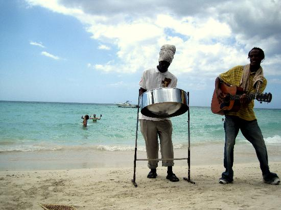 Talk of the Town Tours: Some entertainment at our beach chairs on the beach in Negril
