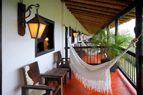 Bosques Del Saman - Alcala: Habitaciones superiores con balcon privado, sala y hamaca!