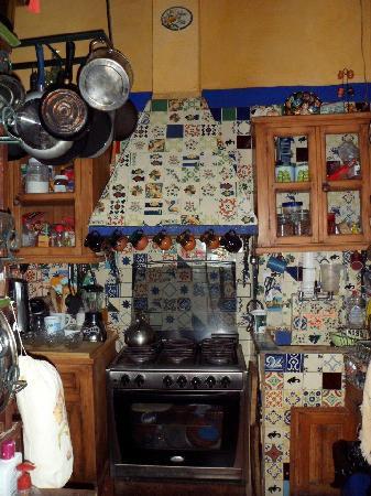 La cocina decorada con talavera picture of casa de pita for Azulejos estilo mexicano