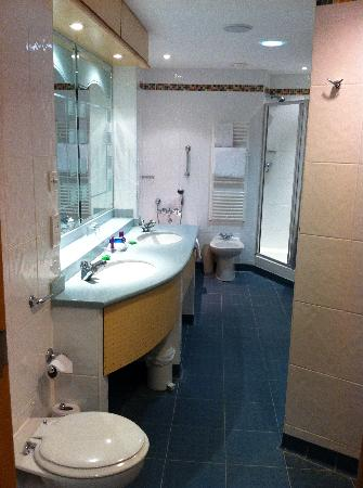 Bolton Whites Hotel: BATHROOM !!!