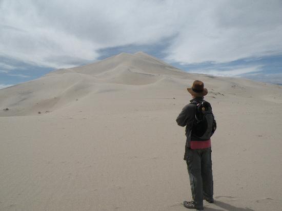 Eureka Dunes : Ready to climb the dunes