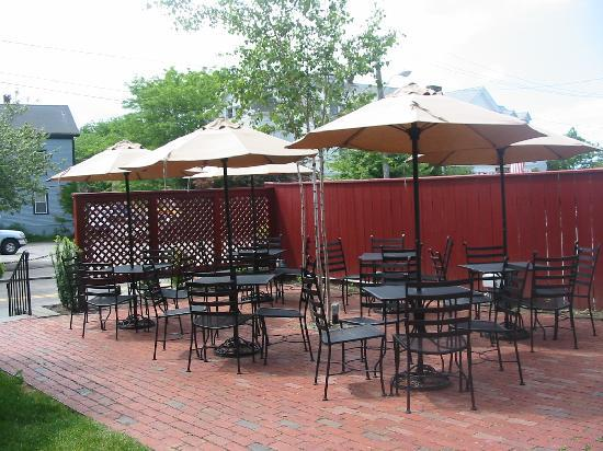 The White Horse Tavern: Enjoy Newport in the spring and summer on our beautiful patio!