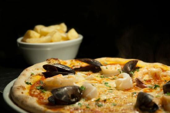 Basilico Italian Restaurant: pizza frutti di mare