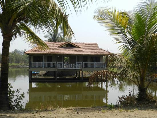 Saguna Baug: Pond house