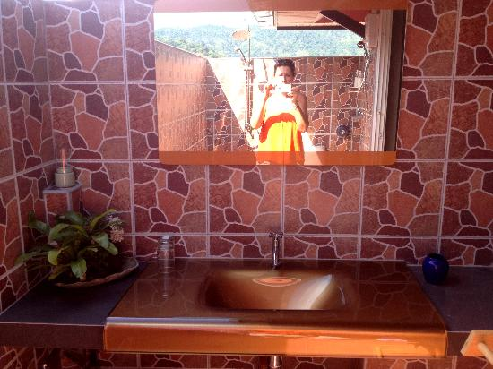 Baan Kamala : open air bathroom