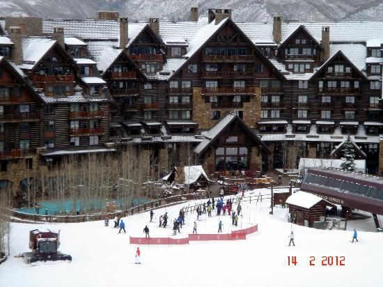 The Ritz-Carlton, Bachelor Gulch: Mountain side of the hotel