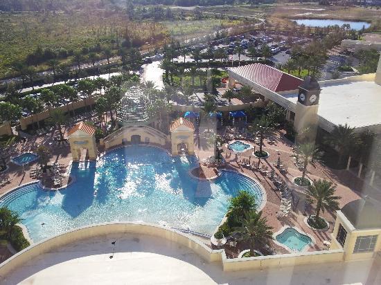 Parc Soleil by Hilton Grand Vacations : Vista della piscina direttamente dalla nostra stanza