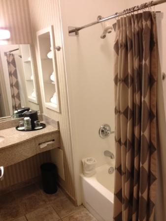 Four Points by Sheraton Cincinnati North: Bath