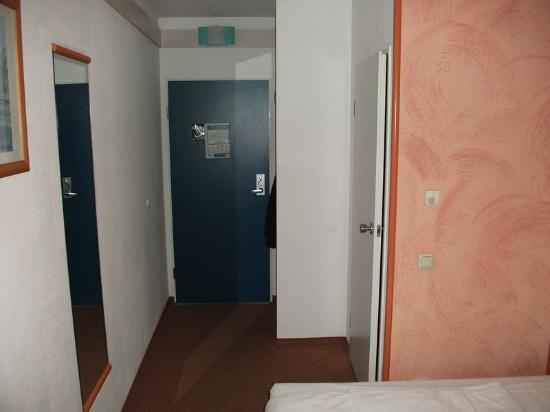Ibis Hotel Airport Tegel: Room