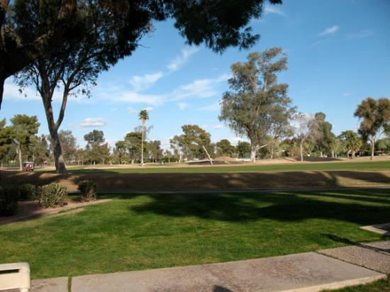 Arizona Golf Resort: View of the golf course from our unit.
