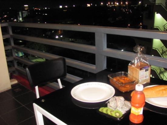 موكس ريزيدانس: Beautiful Dinner1