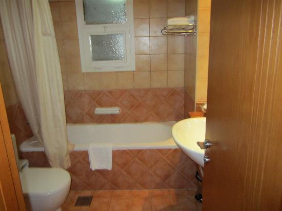Rose Garden Hotel Apartments - Bur Dubai: wash room