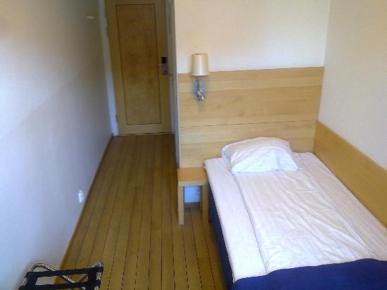 Center Hotel: single room1