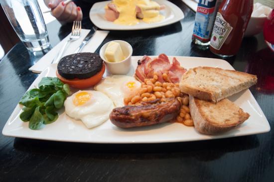 Browns Brasserie & Bar: Scottish breakfast (no mushrooms)