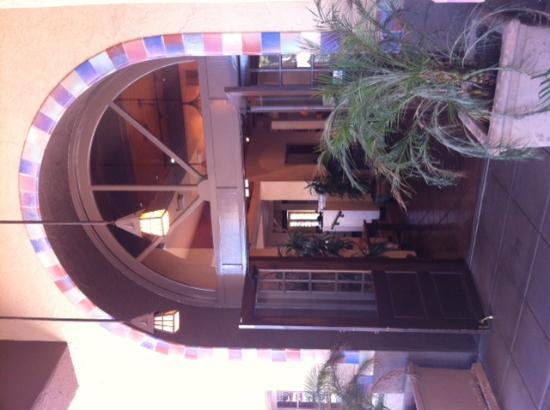Embassy Suites by Hilton Hotel Phoenix - Tempe: Charming desert-style entrance.