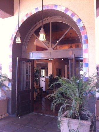 Embassy Suites by Hilton Hotel Phoenix - Tempe: Charming desert-style entrance.