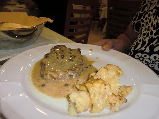 Hotel Le Palme: carne con cavoletti bruciacchiati.