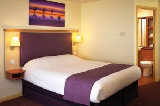 Premier Inn Rugby North (M6 Jct1) Hotel: One of our 82 Bedrooms