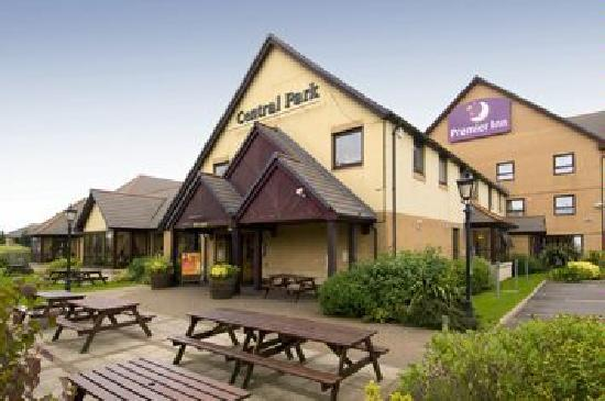 Premier Inn Rugby North (M6 Jct1) Hotel: Entrance to Brewers Fayre Restaurant