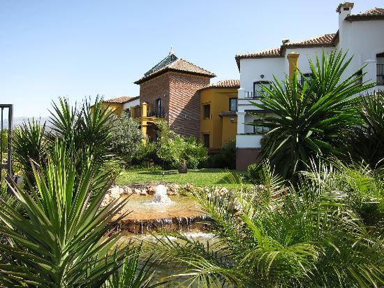 Hotel La Vinuela : Rear of the hotel from the lawn.