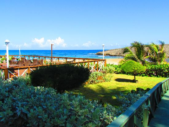 Parador Villas del Mar Hau: one of the many decks you can find, and playa montones