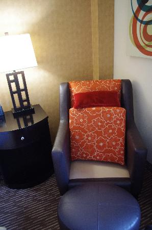 DoubleTree by Hilton Hotel Chattanooga Downtown: Corner Chair