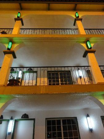 Hotel Marques de Cima: columns ad lights 1