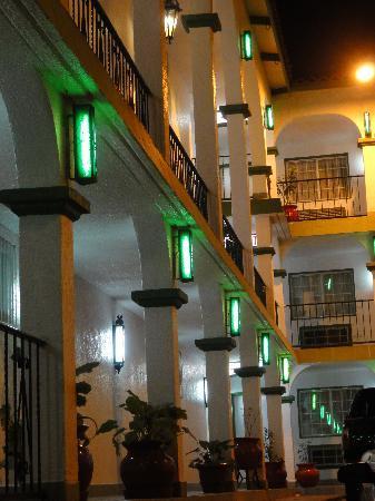 Hotel Marques de Cima: night time at hotel MDC