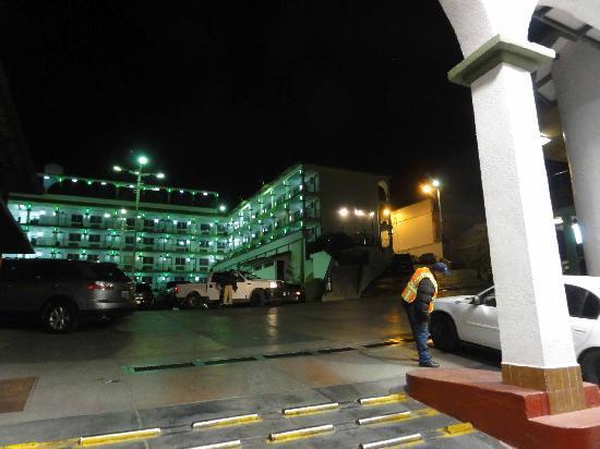 Hotel Marques de Cima: entrance 4 guard