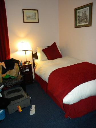 Charleville Lodge: Letto della stanza