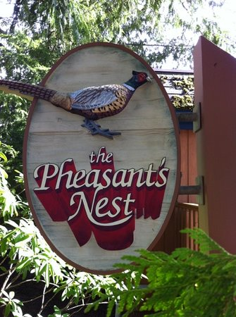 The Pheasant's Nest Restaurant : Drop in for lunch on the best deck on the island.