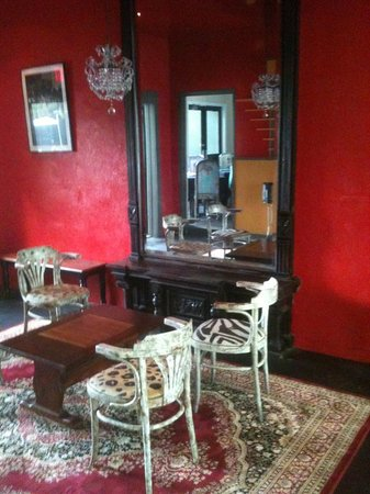 Cypress Bar & Grill: Indoor Lounge