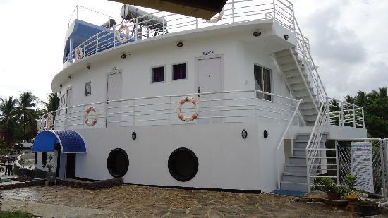 Marina De Bay: Unique design and architecture