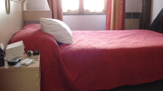 Hotel Flor Rivoli: The bed
