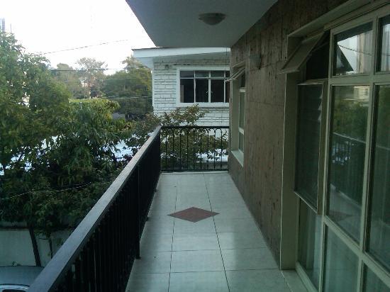 Del Marques Hotel & Suites: Street Facing Balcony
