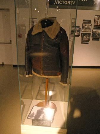 ‪‪Patton Museum of Cavalry and Armor‬: Patton's Jacket and the famous photo that shows him wearing it.‬