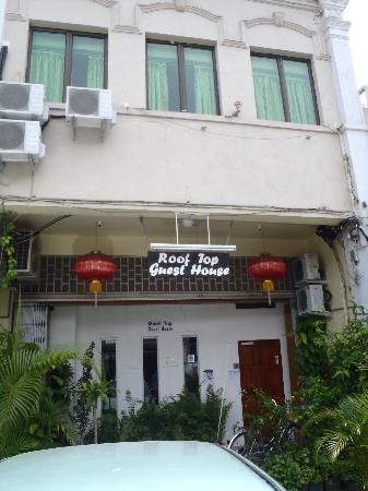 Roof Top Guest House Melaka: front vuew