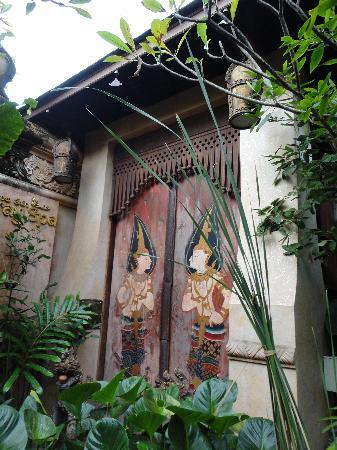 The Baray Villa: Beautiful doors in the property