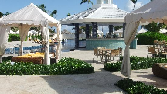 Iberostar Grand Hotel Bavaro: The pool, pool bar