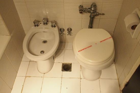 Hotel Promenade: しつらえの悪い方のバスルーム