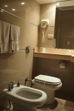 Hotel Promenade: しつらえの良い方のバスルーム