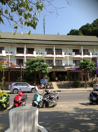 Aonang President Hotel: front view from better Baan Purr Hotel