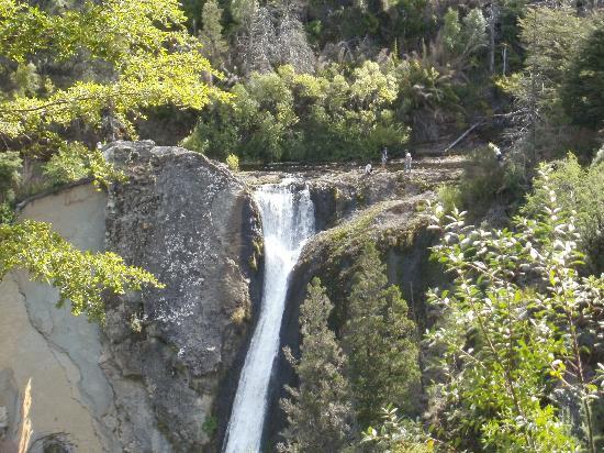 Cascada Escondida: Si hay agua . . .