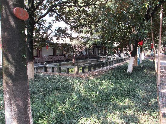 Wenzhou Zhongshan Park : Pagoda style rest area