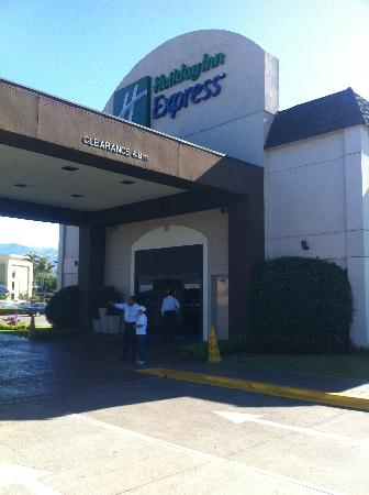 Holiday Inn Express San Jose Airport: ホテル外観