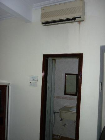 The Lanai Langkawi Beach Resort: Noisy airconditioner