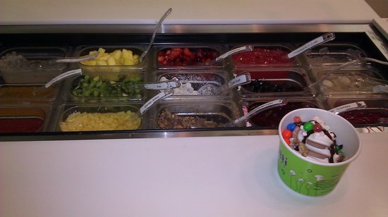 Tutti Frutti Frozen Yogurt: fruit poppers and other toppings