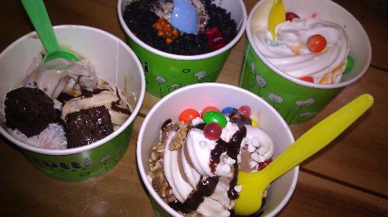 Tutti Frutti Frozen Yogurt: these r the small bowls